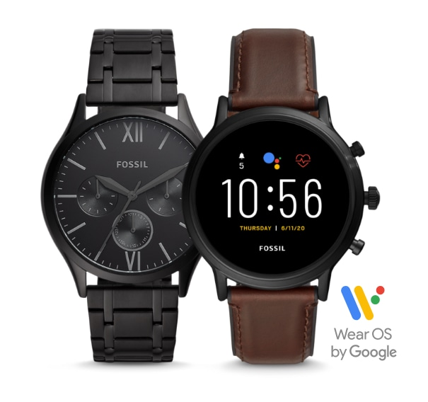 Schwarze Herrenuhr und Smartwatch mit braunem Lederband.