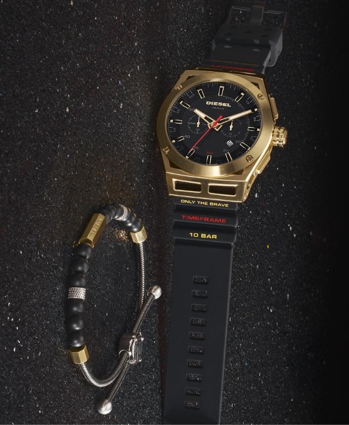 Deux montres Timeframe Diesel en noir.
